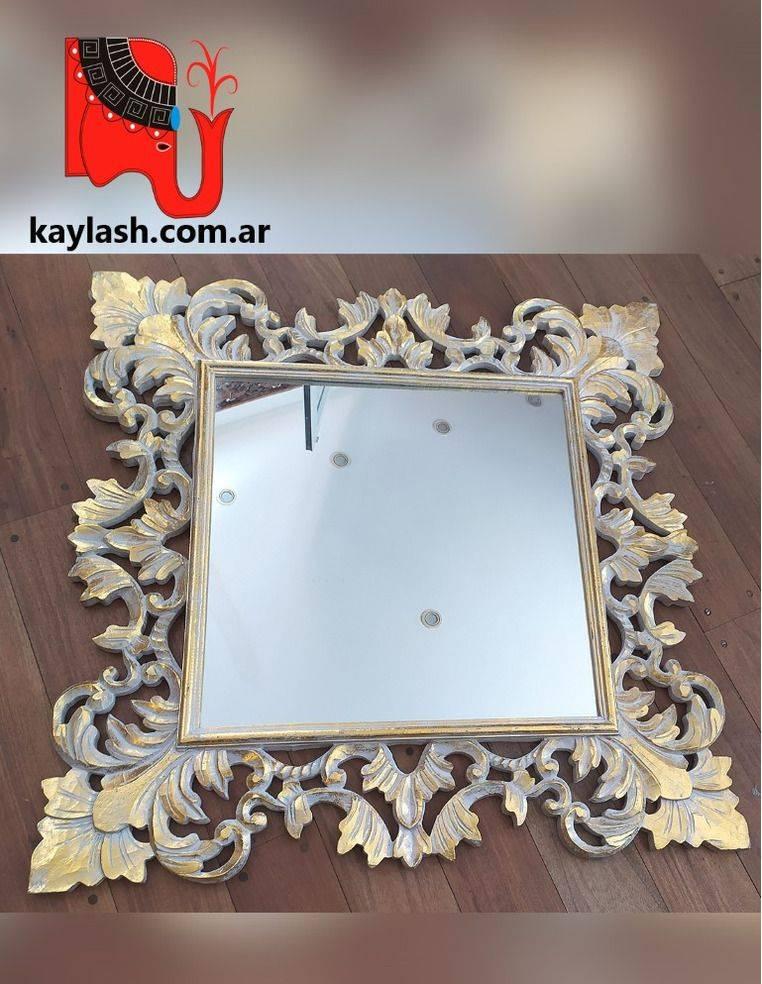 Espejo tallado blanco y dorado