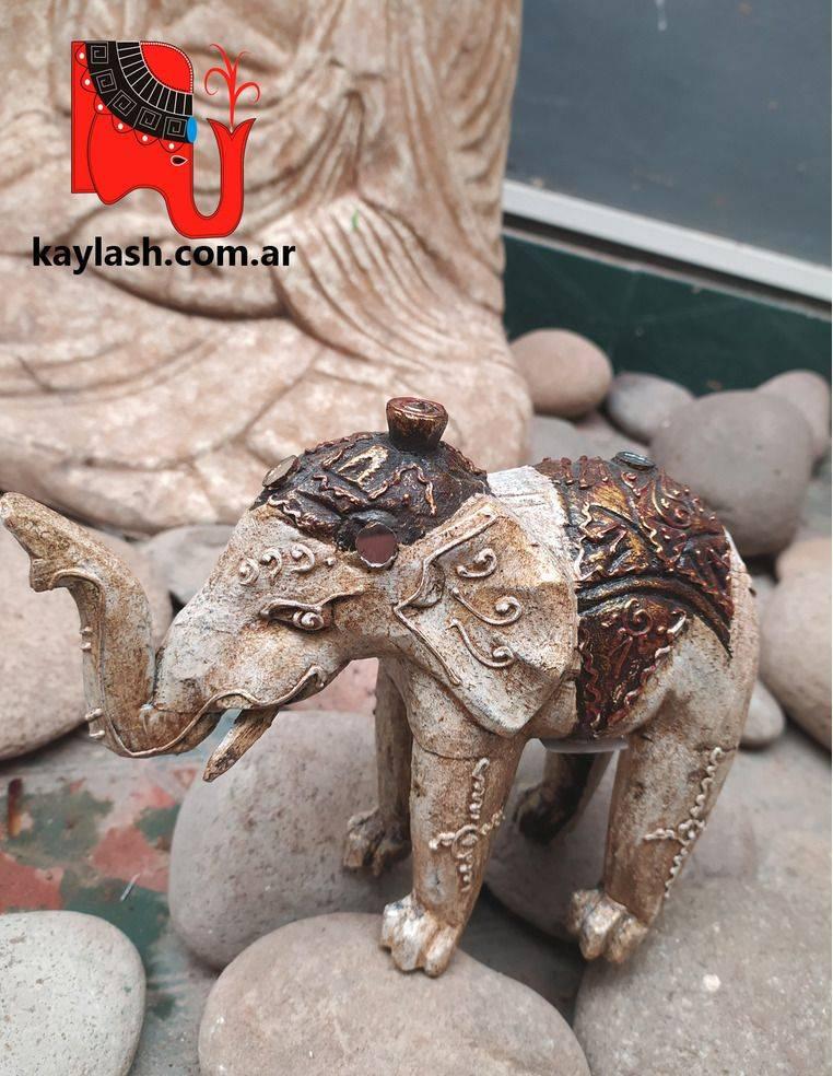 Elefante en albasia