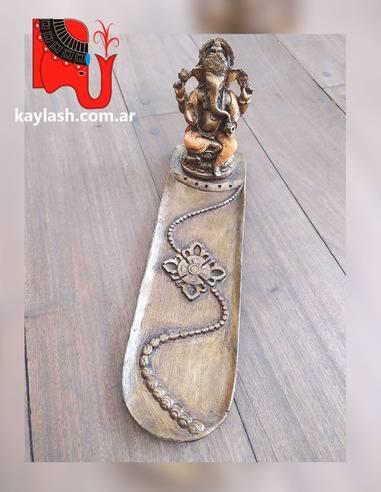 Porta sahumerio de resina Origen: Indonesia